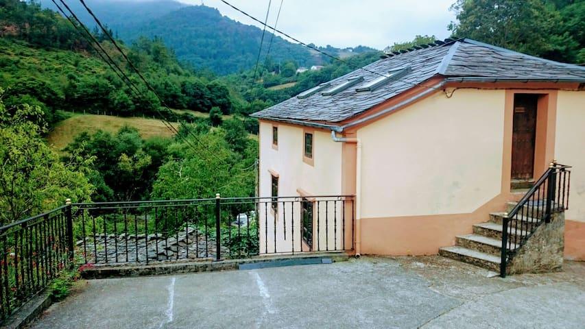 "Casa rural Taramundi ""El Limonero"" - Vega de Llan"