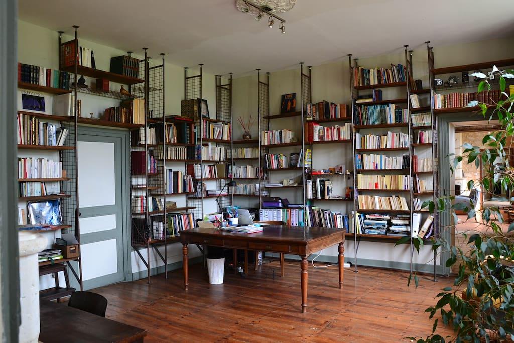 Bibliothèque attenante
