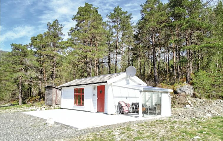 Holiday cottage with 1 bedroom on 30m² in Dirdal