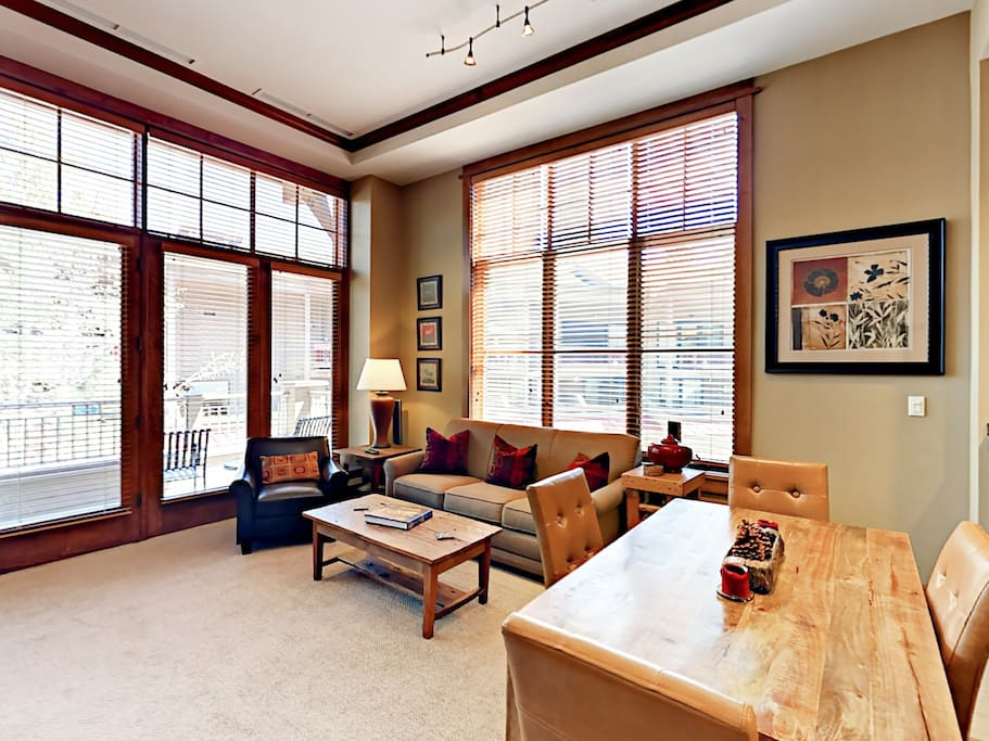 After a great day on the mountain, return home to your luxury slope-side retreat with dramatic high ceilings and large picture windows.