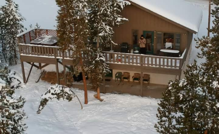 5 Min 2 Breck Slope+Town! Hot Tub! Private! Views!