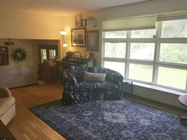 2 Miles from Stadium with Room for Everyone!