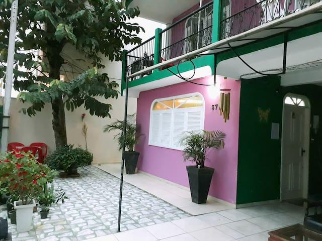 Suíte com sacada no Centro de Balneário Camboriú
