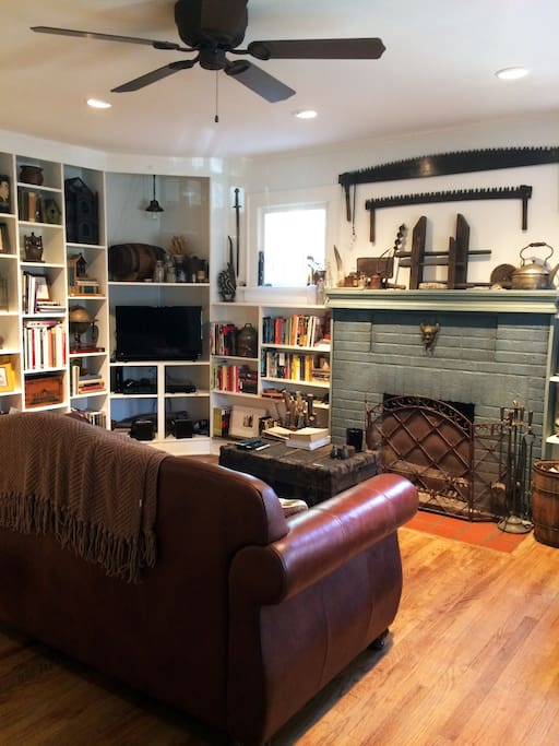 Living room with fireplace and plenty of literature.