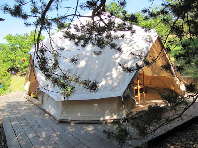 """Tente lodge """"Châtaigne"""" en milieu naturel Pyrénées"""