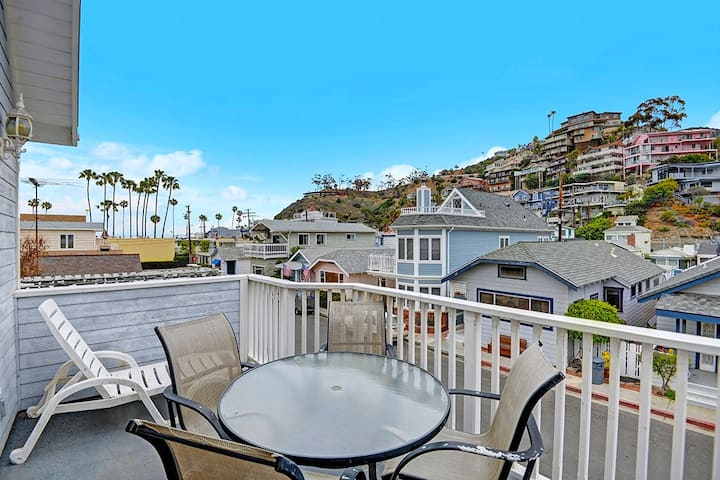 Spacious Two-Level Home, Mountain Views, Fireplace, Close to Beach, BBQ - 219 Descanso