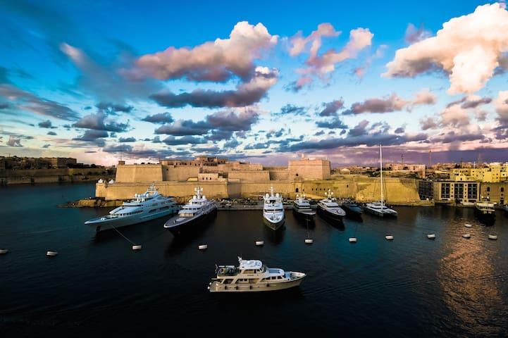 The Grand Harbour View - Senglea - Apartment