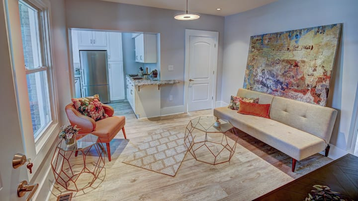Gorgeous Southend Condo by Rabbu