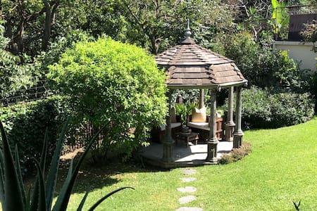Beautiful Private Room in Garden Home Oasis - Escazú - Huis