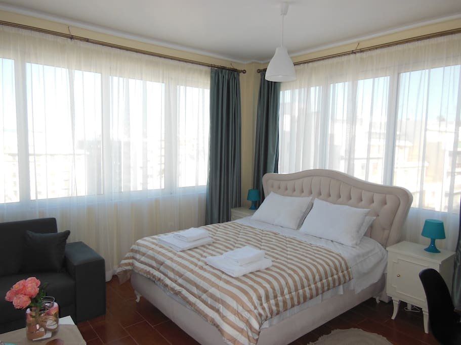 The bed offers panoramic view
