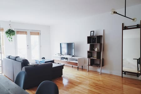 MODERN AND BRIGHT APARTMENT - LORIMIER DISTRICT