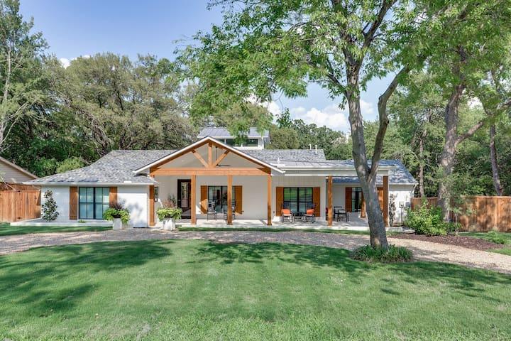 Designer Home by Gaylord/Lake Grapevine, Sleeps 18