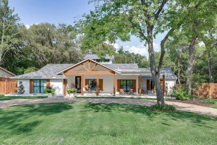 Designer Home by Gaylord/Lake Grapevine, Sleeps 18