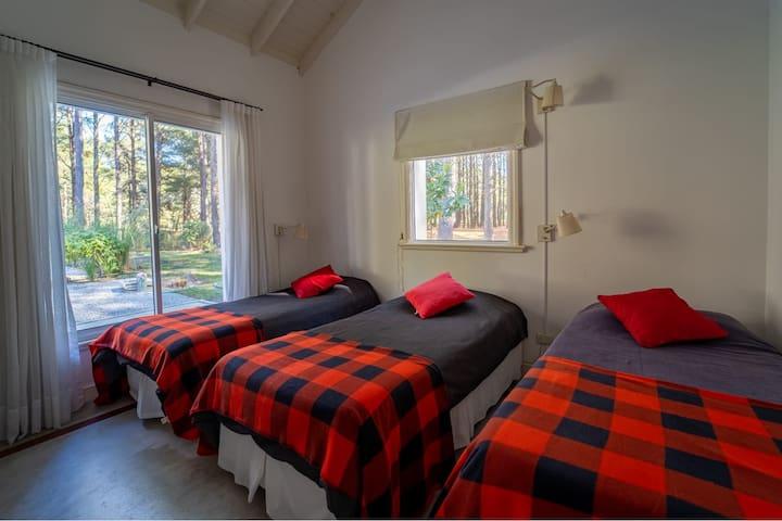 Cuarto con  3 camas  soltero