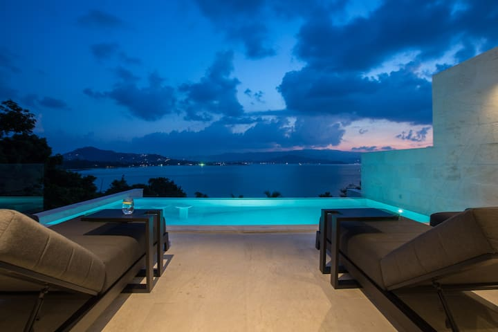 BRAND NEW Luxury 3BR Sunset Villa BEACH access
