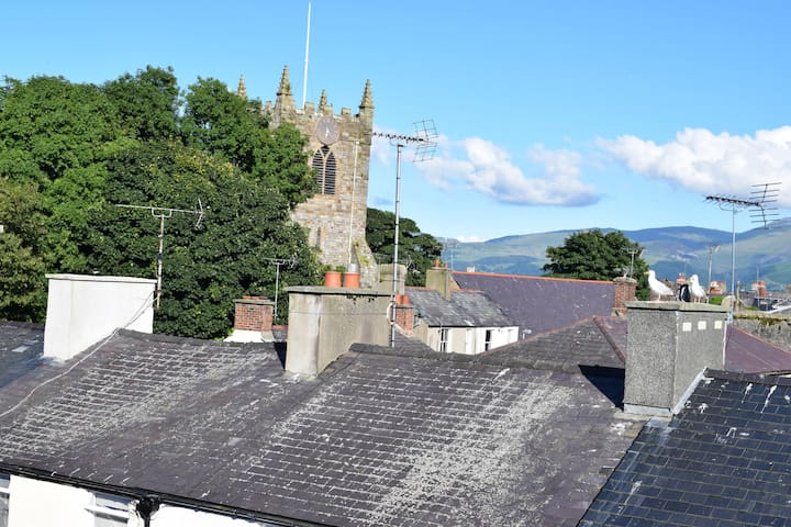 Stylish penthouse apartment for 4 in Beaumaris