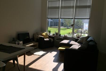 **LOFTY 1 BR (Quick Commute to NYC)**