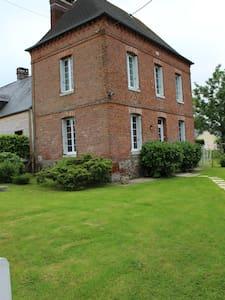 Maison avec jardin près de la mer - Haus