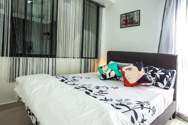 Cyberjaya@2-8pax miniWifi,free parking, 3queen bed