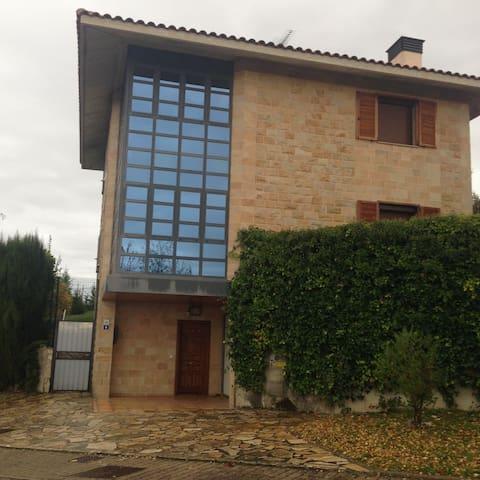 VILLA ARGÓMANIZ.H.DOBLE JARDÍN. NºREGISTRO LVI0005 - Argomaniz - บ้าน