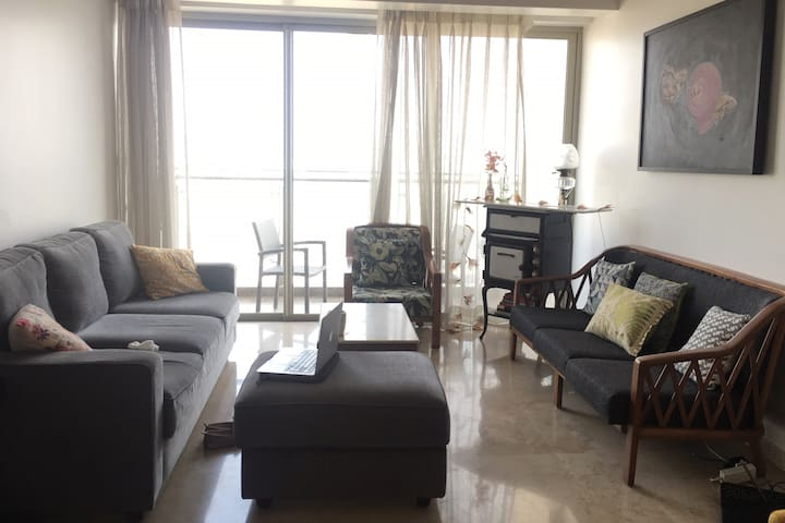 Sunny & Modern high rise apartment in Lower Parel