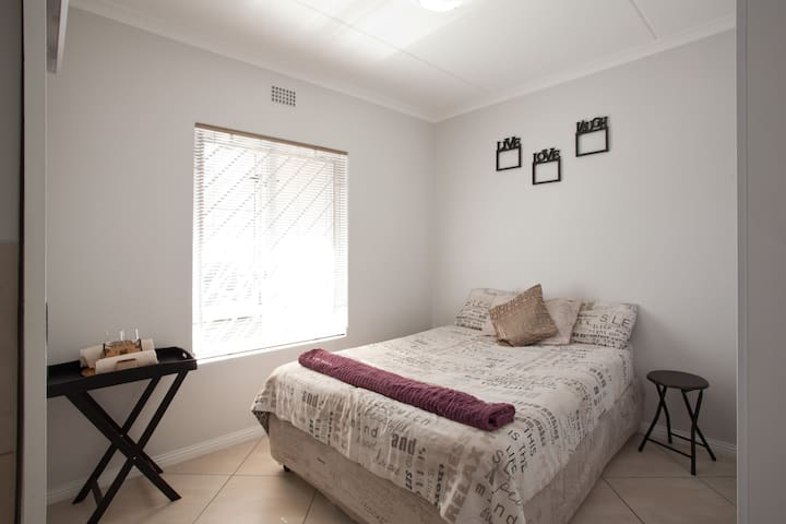Security Estate (Private room A) - Cape Town - Byt