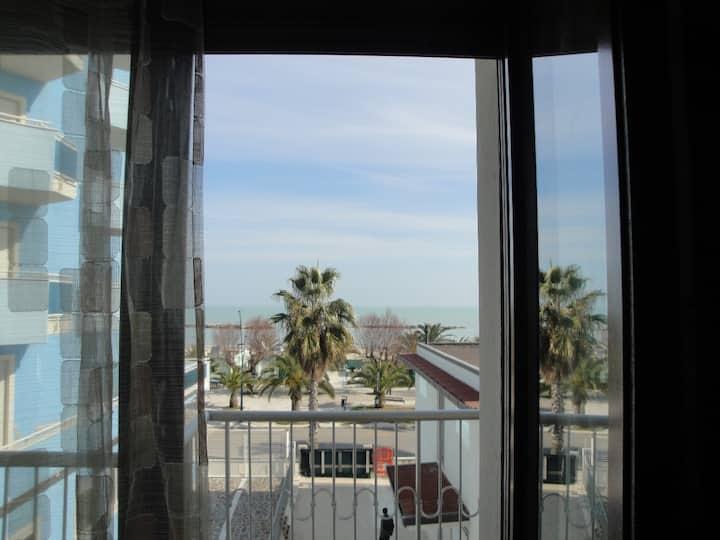 Appartam vista mare fronte spiaggia posto auto(A1)