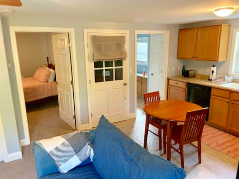 Country retreat 25min to Hartford/15min to UCONN