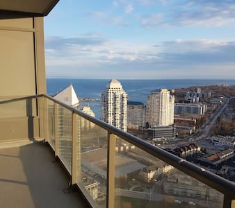 New Italian style condo w/lake & city views! - Toronto - Wohnung