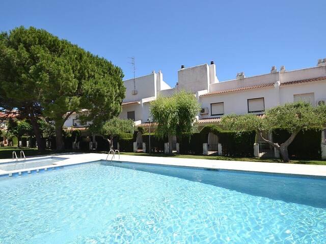 Vakantiehuis met gedeeld zwembad. - Cambrils - House