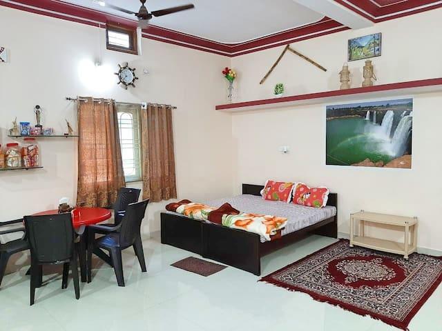 1 Bedroom Luxurious House in Jagdalpur (Sleeps 8)