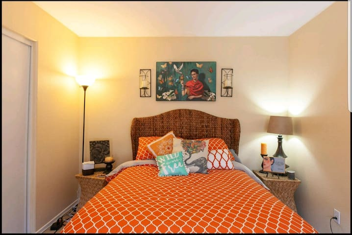 Quiet, Relaxing and Private guest room in Eastlake