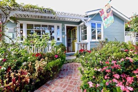 LAGUNA Cottage! SPA, 3 Blocks to Bch. parking
