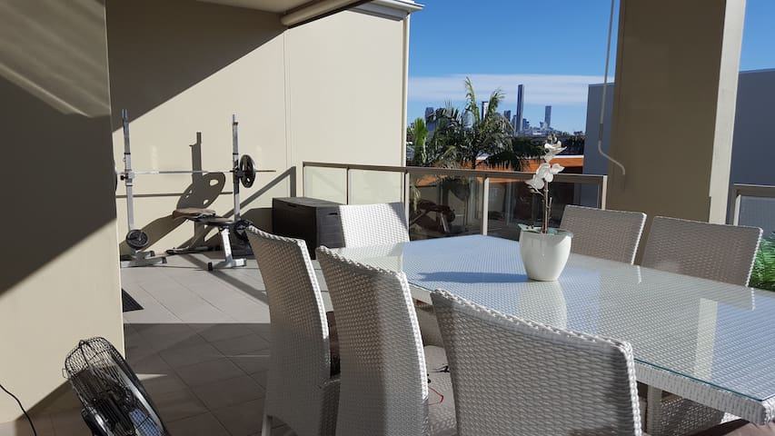 Bulimba Apartment with Everything! - Bulimba - Apartment