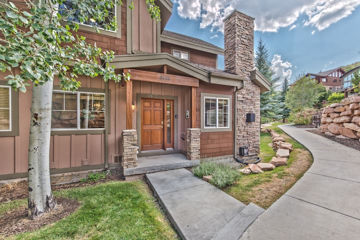 Park City Bear Hollow Getaway. Mountain Luxury with All the Finishes + Hot tub.