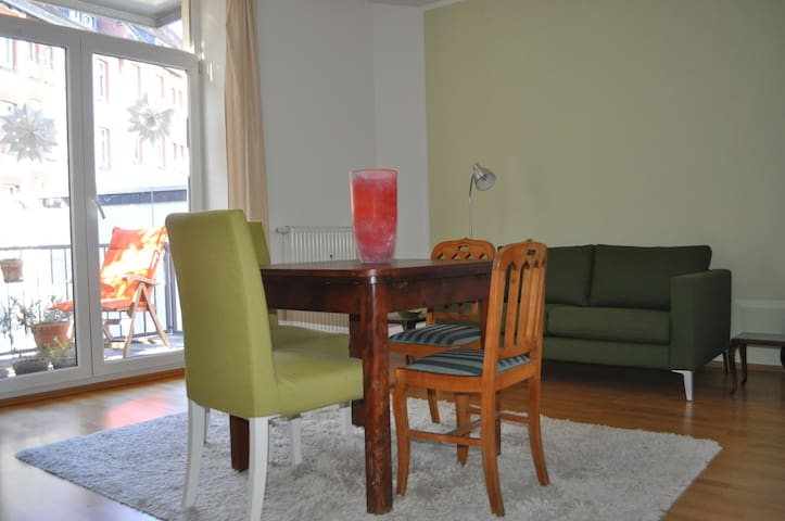 Cool cosy central - Flat w balcony - Frankfurt - Apartment