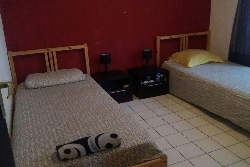 Possibilité de louer une Chambre avec 2 Lit sigle si vous ne voyagez pas en couple
