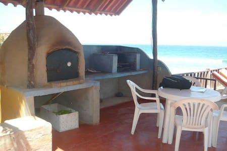 Hermosa Casa céntrica en Punta Sal - Punta Sal - House