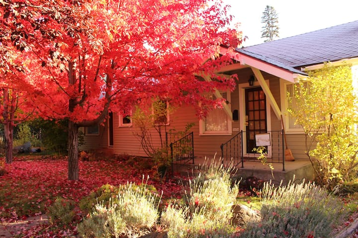 A cozy stay at the Westlake Cottage in Bend!