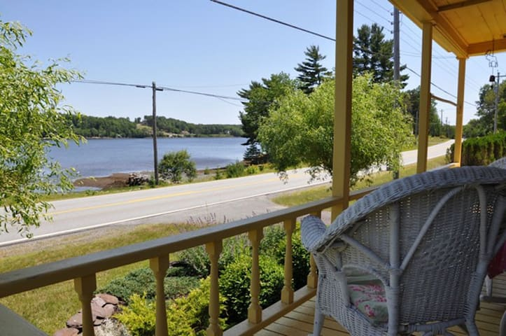 Lahave River Character Home 30' to Lunenberg