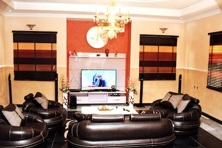 A Private En-suite Room- In a Duplex Mansion.