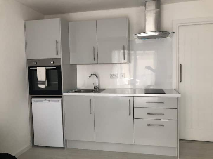 Modern Double Bed Apartment - Milton Keynes