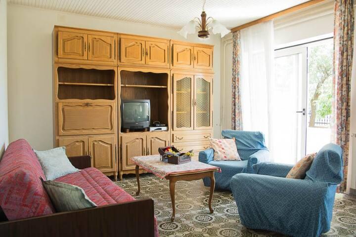 Oliva's apartment