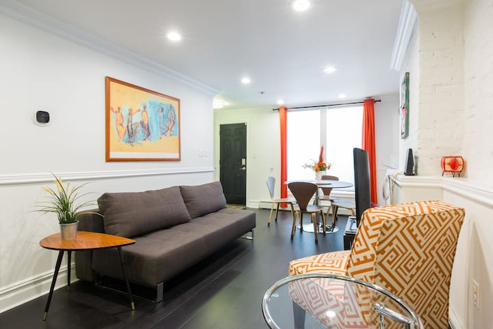 Luxury Apt, Near Subway, Perfect for Work or Play!