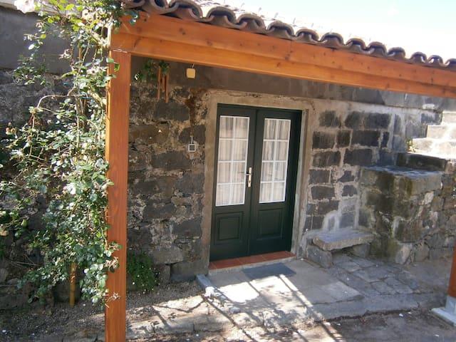 Casa de Pedra no Campo