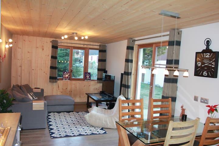 Lovely Large Room in Courchevel House - Saint-Bon-Tarentaise - Casa