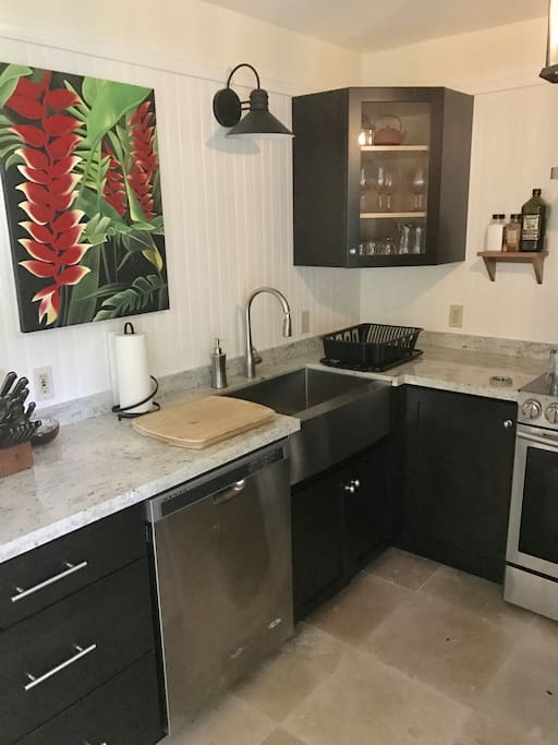 Granite counter tops, stainless appliances,dishwasher