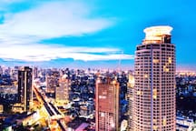 Staying in a luxury apartment yet feel like a local. Enjoy stunning view in a skybar and restaurant nearby.