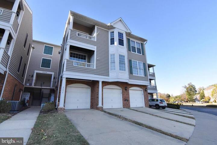 Condo close to downtown with parking right