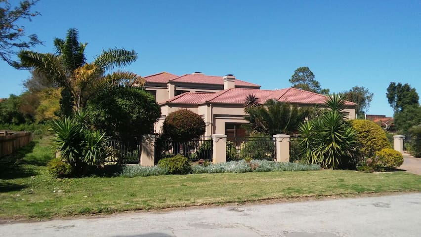 House Hibiscus;  Ideal  to visit the Garden Route. - Sedgefield - Obsługiwany apartament